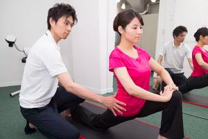 片膝立ち腸腰筋ストレッチ指導(プロ)