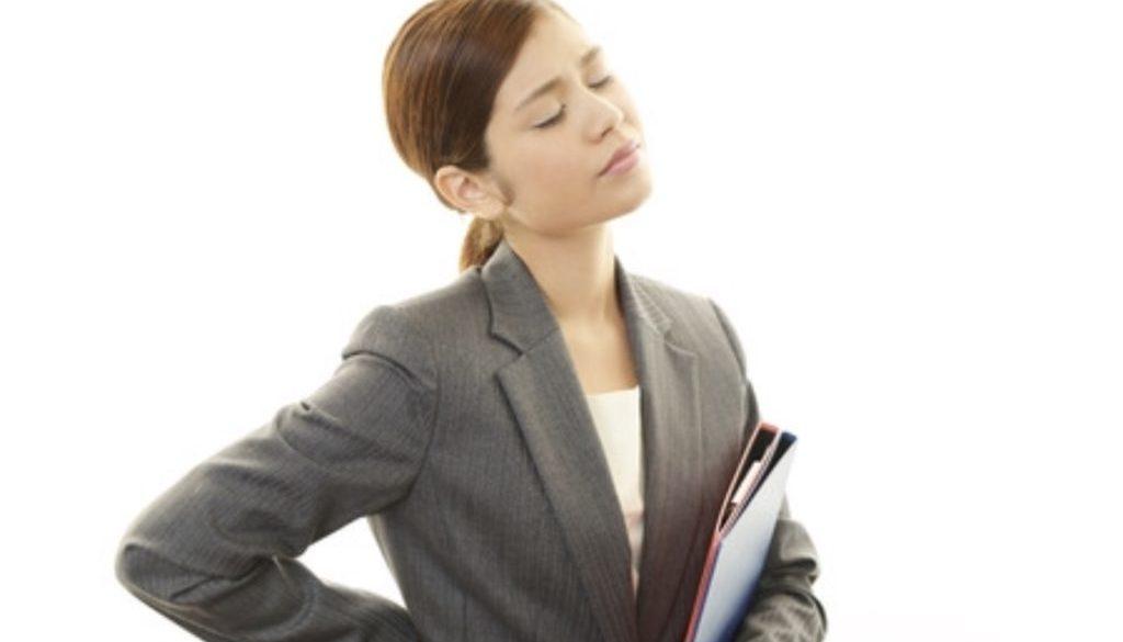 女性 腰痛 イメージ